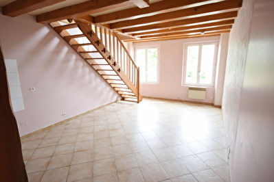 PROCHE NANGIS APPARTEMENT F2 EN DUPLEX, PLACE DE PARKING