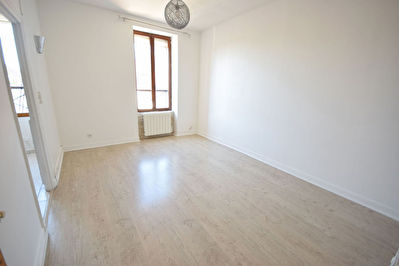 NANGIS APPARTEMENT DUPLEX TYPE F3, 2 CHAMBRES, SALON, CUISINE AMENAGEE-EQUIPEE