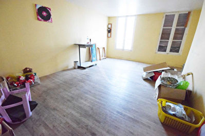 NANGIS APPARTEMENT EN DUPLEX DE 7 PIECES A REHABILITER